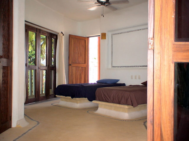 Surfers Suite - Double Single Beds - Accommodations